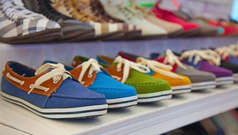 3fc267c52 Рынок обуви в первые посткризисные годы показывал высокие темпы роста,  однако в 2012 году они сменились падением на 6%, а объем рынка составил 396  тыс. пар ...